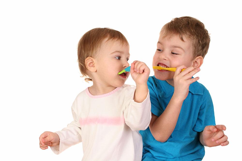 تا سن ۶ یا ۷ سالگی باید با جدیت آموزش مسواک پیگیری شود